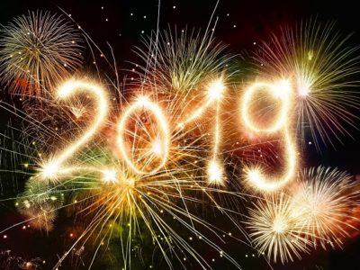 capodanno con i bambini anno 2019 scritta e fuochi d'artificio