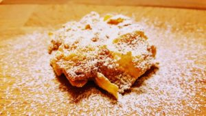 biscotto ai corn flakes ricoperto di zucchero a velo