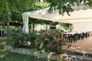 offerte pasqua 2019 gazebo in giardino con tavolo e sedie
