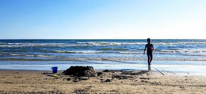 Urlaub September Kind am Strand